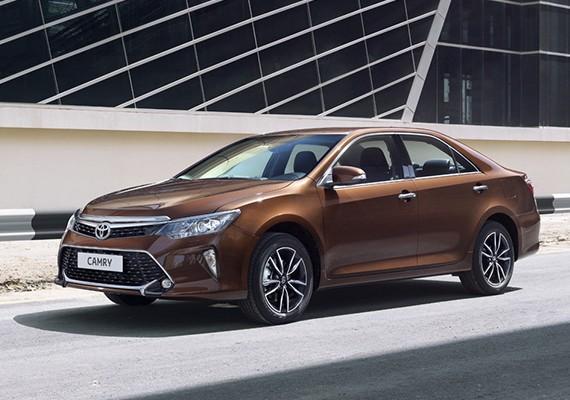 Взять в аренду Toyota Camry XV50 (2017—2018) в Симферополе